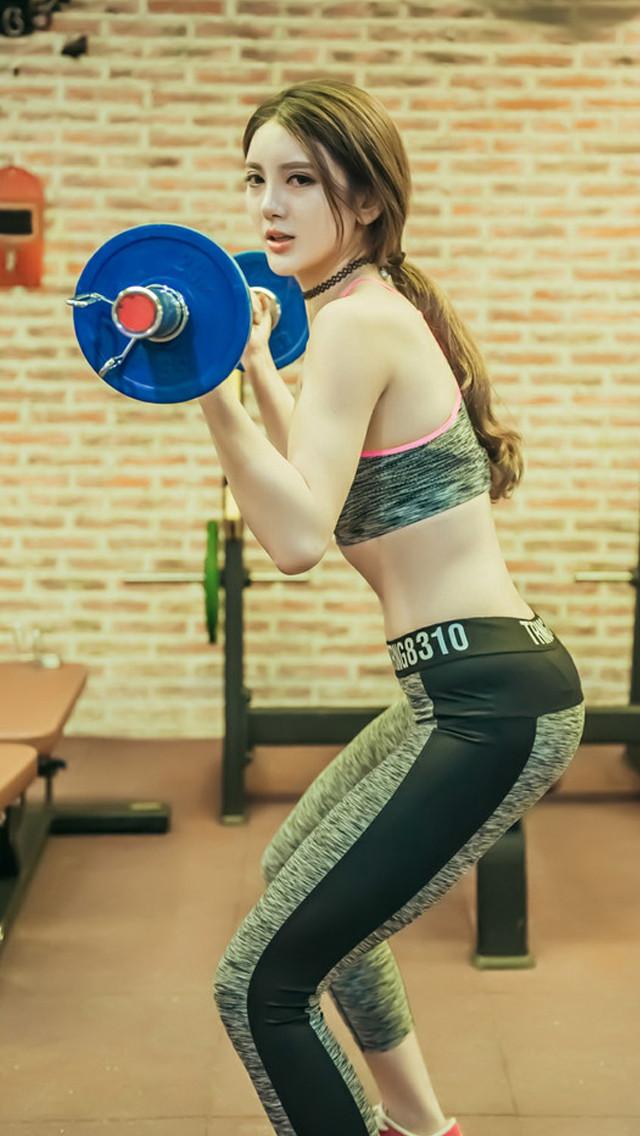 健身房性感美女手机壁纸